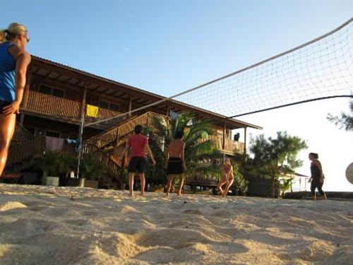beach-volleyball utila honduras